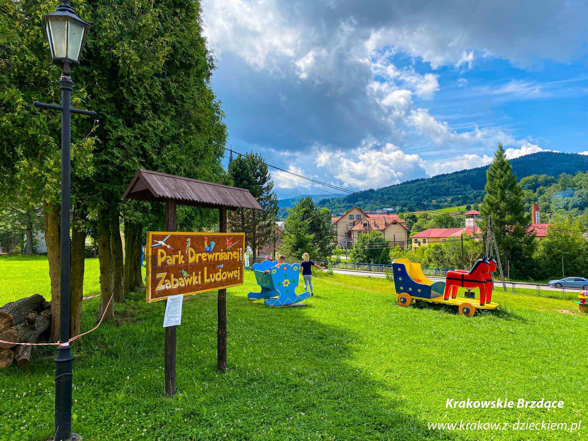 park drewnianej zabawki ludowej