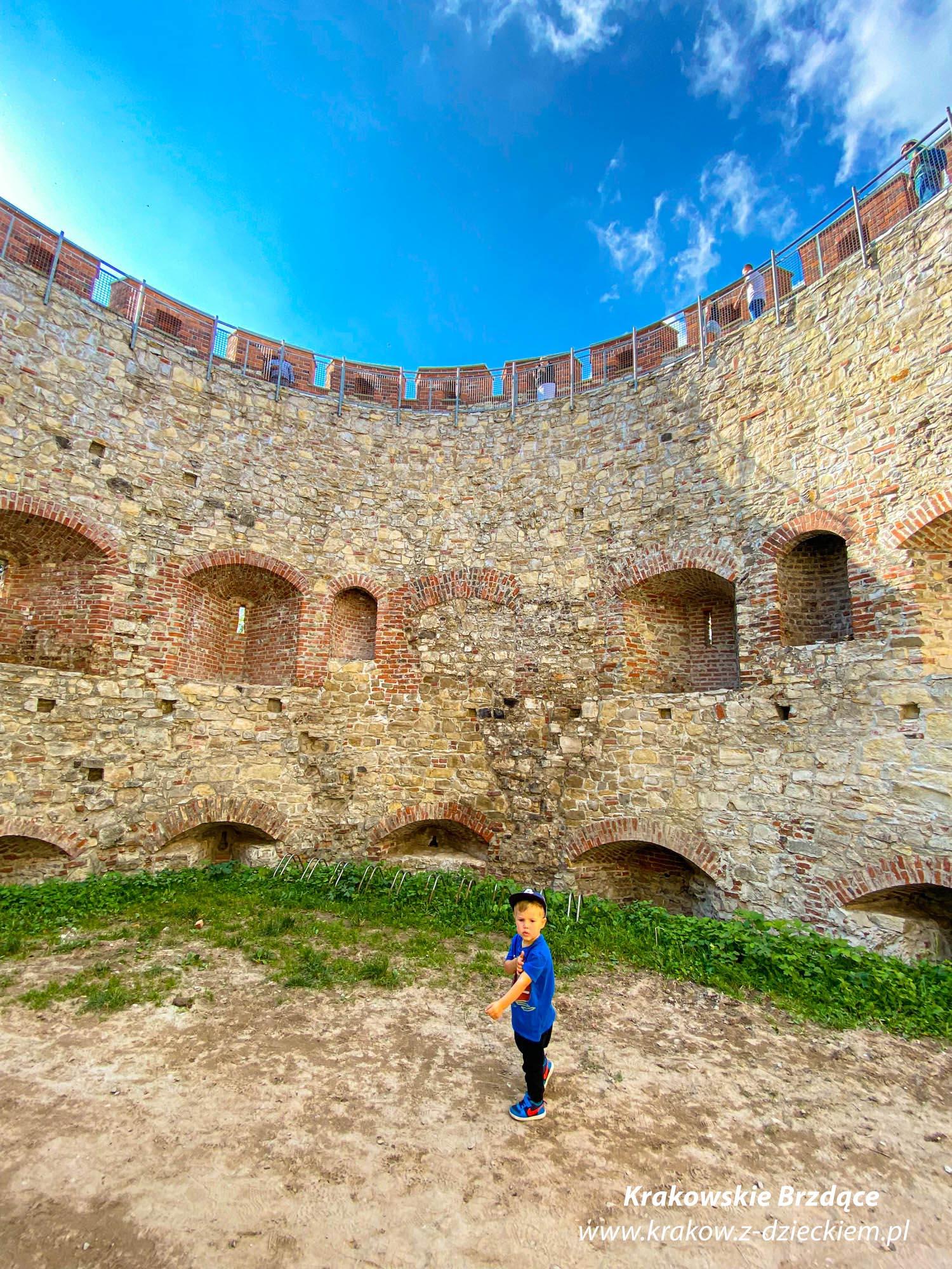 zamek Tenczyn w Rudnie z dzieckiem
