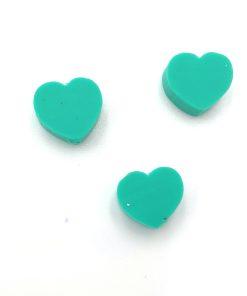 Polymeer kralen hartje 10mm groen, leuk voor aan een sleutelhanger of tashanger.
