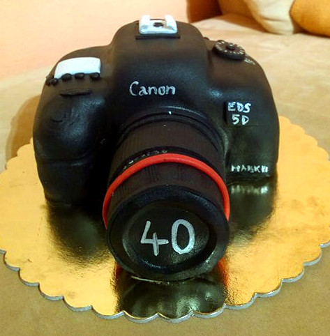 Zvláštní dort ve tvaru fotoaparátu