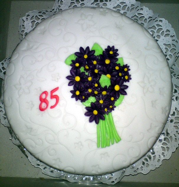 Konzervativní narozeninový dort pro babičku či dědečka