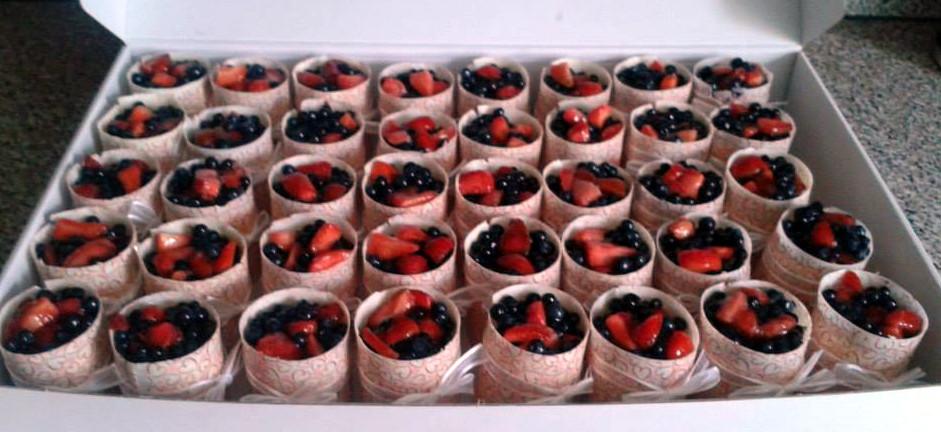 Ovocné cupcake s čoko kabátkem