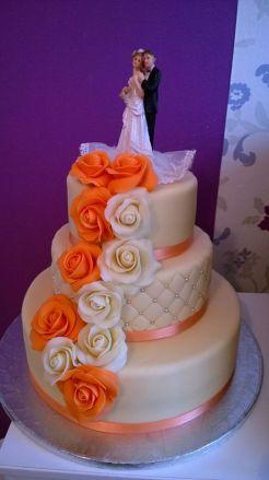 Svatební dort s figurkami