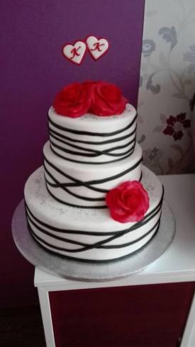 Svatební dort s iniciály