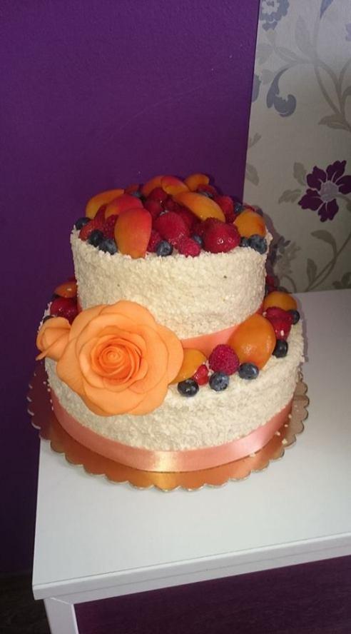 Svatební dort do meruňkové barvy