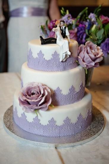 Třípatrový dort s figurkami a vzorem