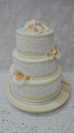 Svatební s krajkou