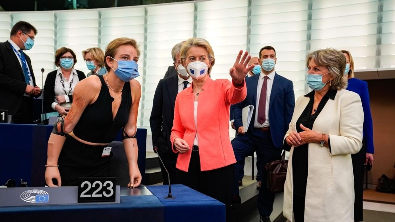 """""""Bebe Vio fonte di ispirazione per l'Europa"""": l'elogio di von der Leyen e la standing ovation del Parlamento Ue"""