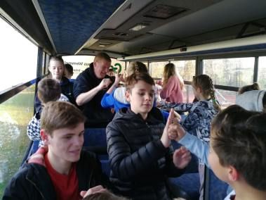 krav-maga-bruxelles-cours-dans-bus-32