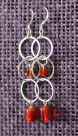 Boucles d'oreilles anneaux, perles de verre rouge