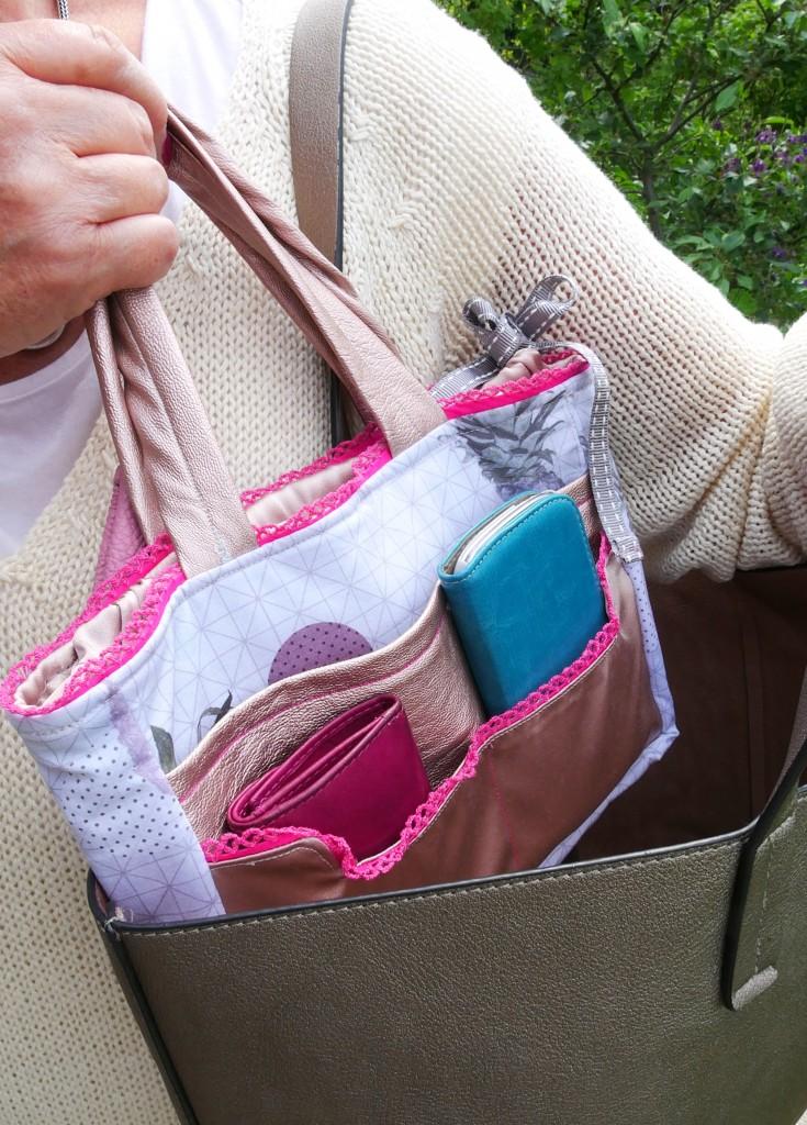 Taschen-Organizer Hedi von Frau Fadenschein SM in ihrem neuen Buch 1 Frau 16 Handtaschen