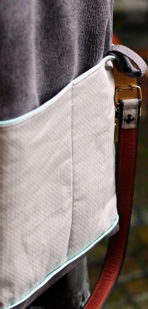 Fold-Over-Tasche Carry von Lalafab mit Steckfächern