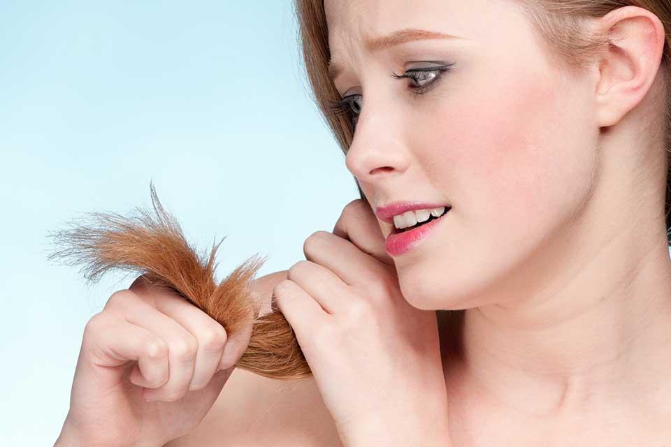 Jak wzmocnić końcówki włosów – 4 niezawodne sposoby