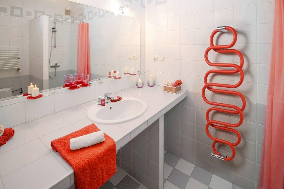 Jak wybrać grzejnik do łazienki - nowoczesne kaloryfery łazienkowe