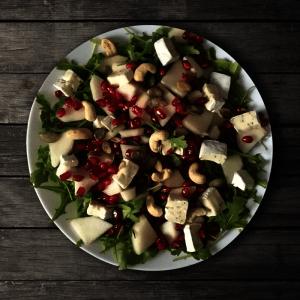 salatka-z-serem-camembert-i-granatem-1