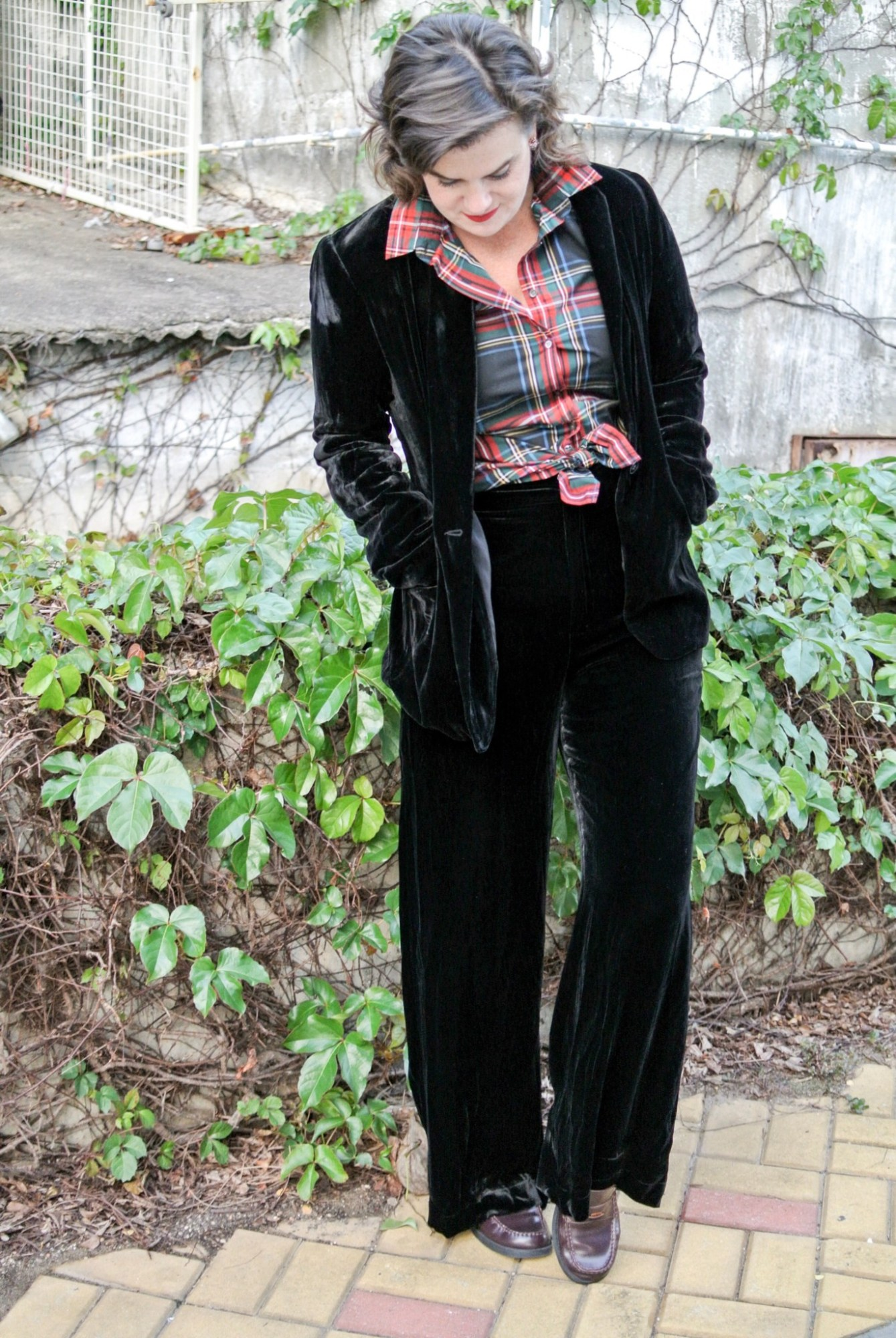 black-velvet-suit-with-plaid-5