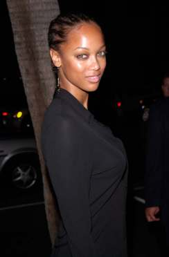 TYRA BANKS at the Los Angeles premiere of Men of Honor