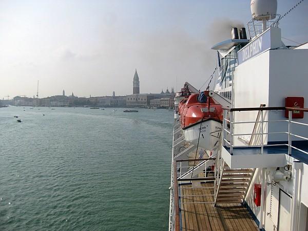 MS Delphin Vor Venedig