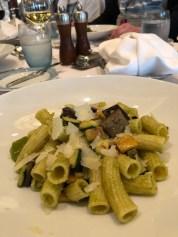 Rigatoni Primavera mit Pesto und gegrilltem Gemüse