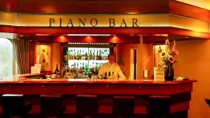 Die Piano Bar im Atrium der MS Europa