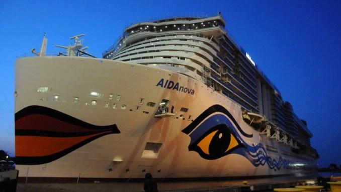 Die AIDAnova hat am Dienstagabend das Baudock der Meyer Werft verlassen. Foto: Christoph Assies