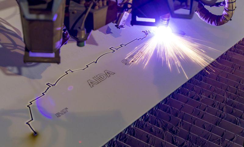 Der symbolische Brennstart mit der Silhouette des neuen Schiffs. Foto: AIDA Cruises