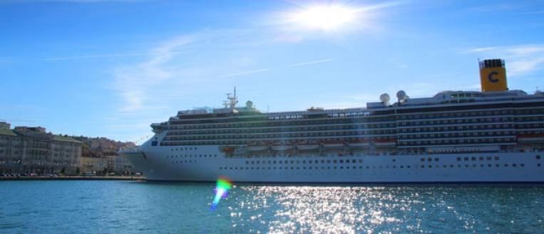 Die Costa Mediterranea im Hafen von Triest