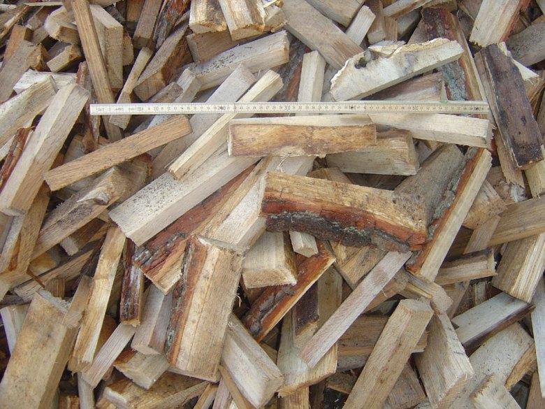 frisches Brennholz/ Brettabschnitte
