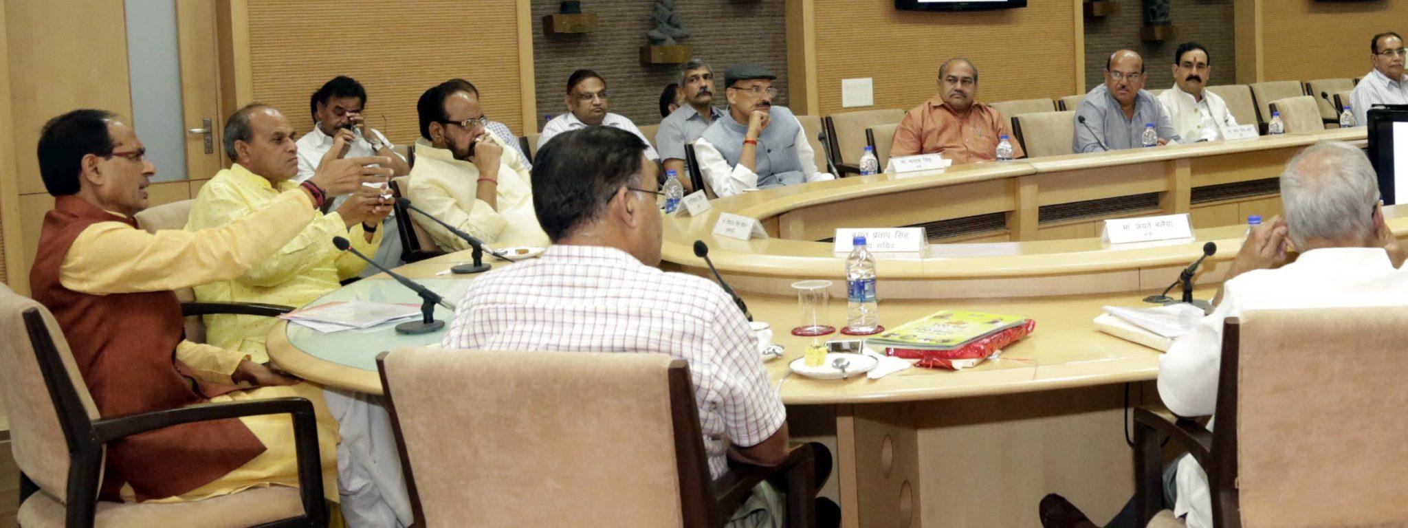 किसानों की आय दोगुना करने के लिये कृषि से जुड़े विभाग चलायेंगे विशेष अभियान