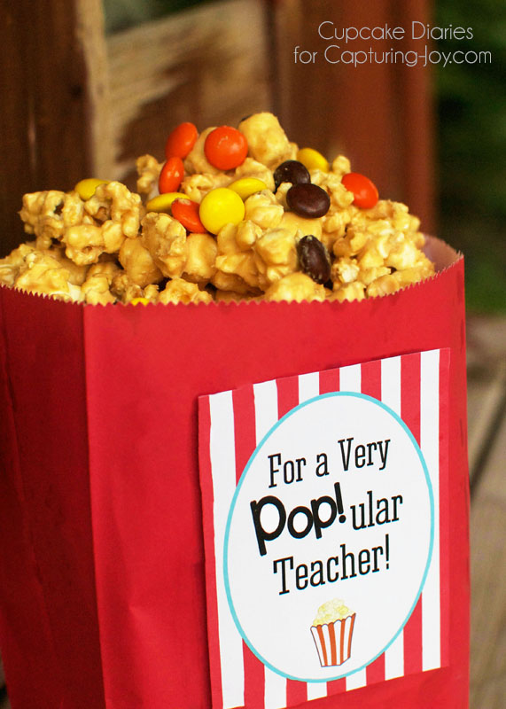 Peanut Butter Popcorn Recipe (and free printable!)  | Capturing Joy with Kristen Duke - Peanut Butter Popcorn Teacher Gift - Show the teachers in your life how much you care with this delicious Peanut Butter Popcorn and free printable!