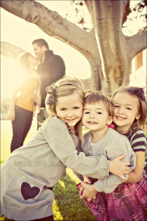 Family Picture Pose Ideas with 3 Children - Capturing Joy ...