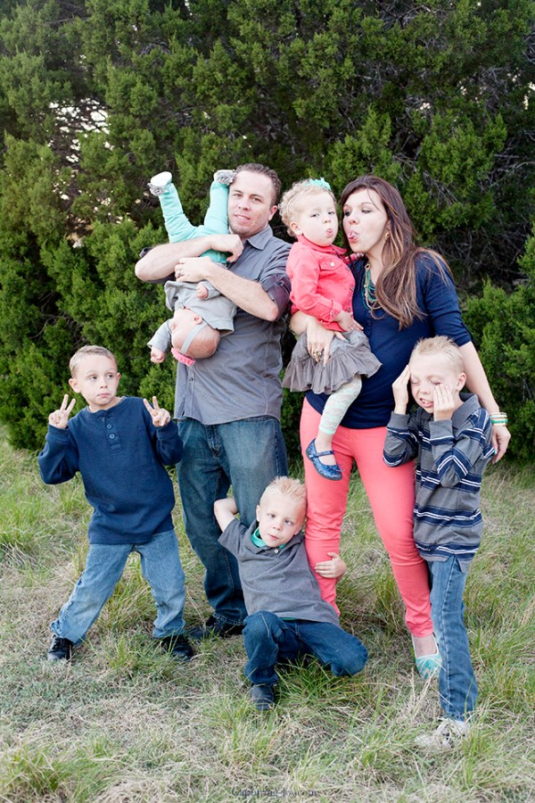 Family Picture Pose Ideas with 5 or more Children ...