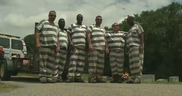 inmates save guard_579624