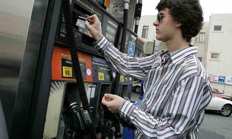 Transazione al distributore di benzina