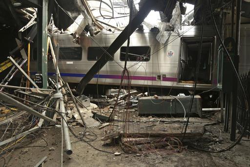 Train Hits Station_452263