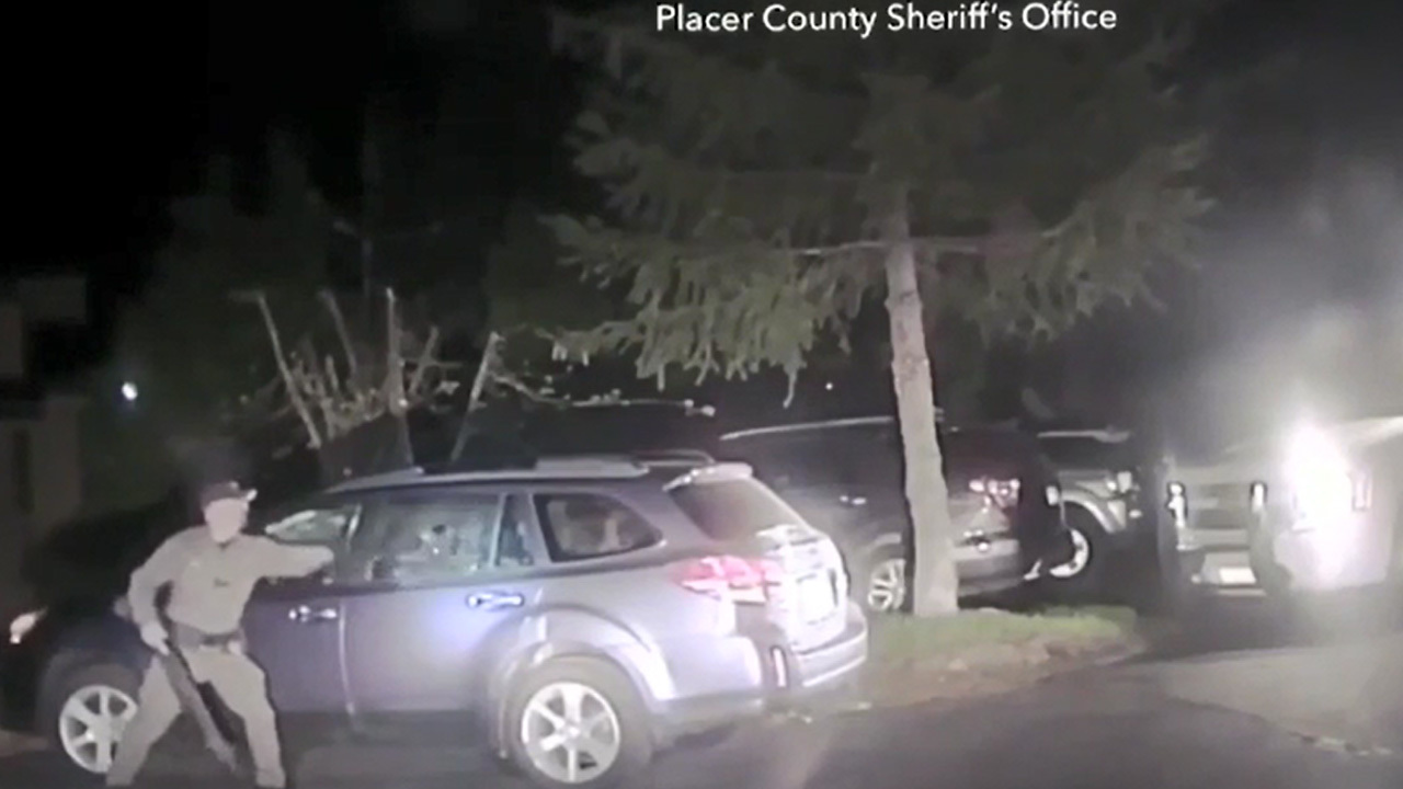 Deputy_frees_bear_from_car_0_20180621133519-873772846