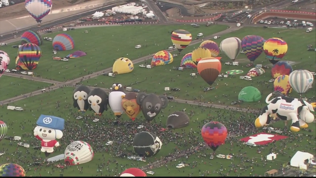 Balloons_fill_the_sky_on_Balloon_Fiesta__1_20181008180545