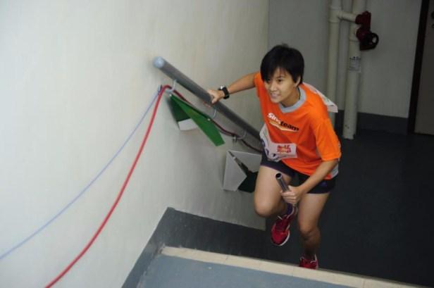 吳凱琪參加跑樓梯比賽