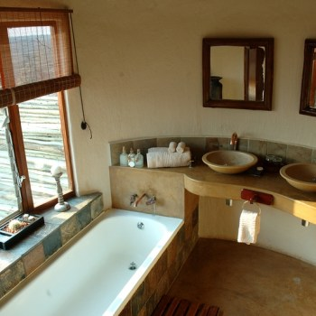 Manyatta Rock Camp Honeymoon Suite Bathroom