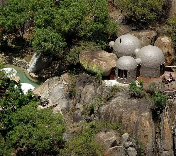 Manyatta Rock Camp Honeymoon Suite Exterior