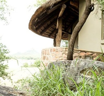 Sefapane River Lodge Rondavel Exterior