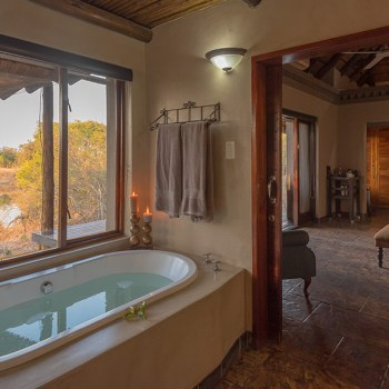 Waterbuck Game Lodge Suite Bathroom