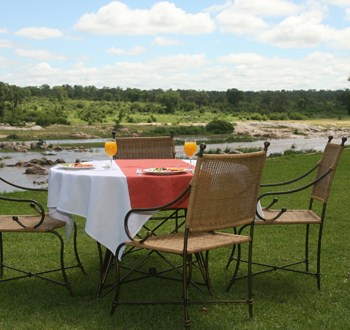 Mjejane River Lodge Lunch on Lawn