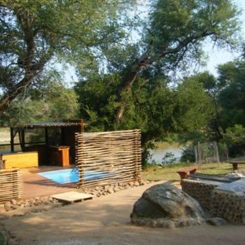 Baluleni Safari Lodge Fireplace