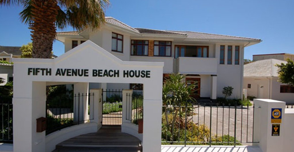 Fifth Avenue Beach House bg