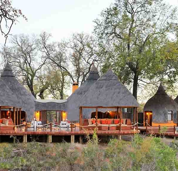 Hoyo Hoyo Safari Lodge Accommodation Exterior