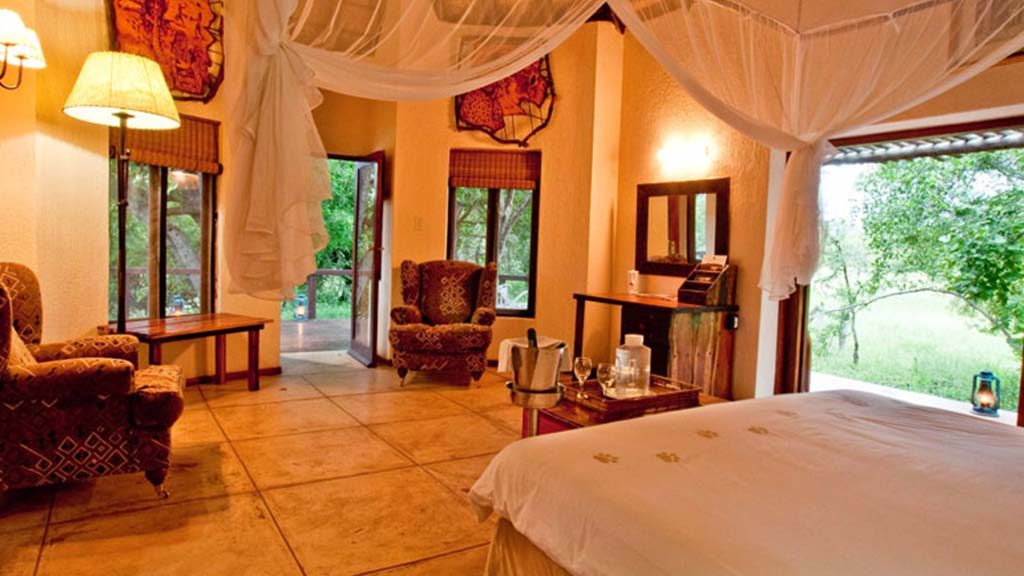 Monwana Game Lodge Honeymoon Suite Bedroom