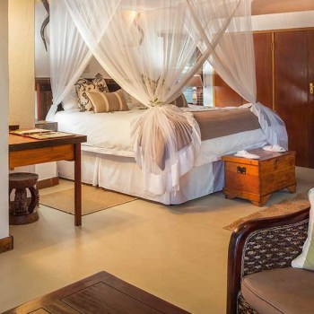 Serondella Game Lodge Accommodation Suite Bed