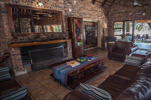 Gomo Gomo Game Lodge Lounge