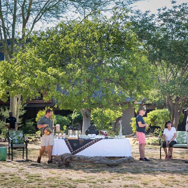 Kambaku Safari Lodge Bush Dining